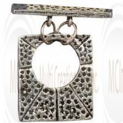 T358 : Bali Silver Rectuanguler Textured Toggle : 33 mm